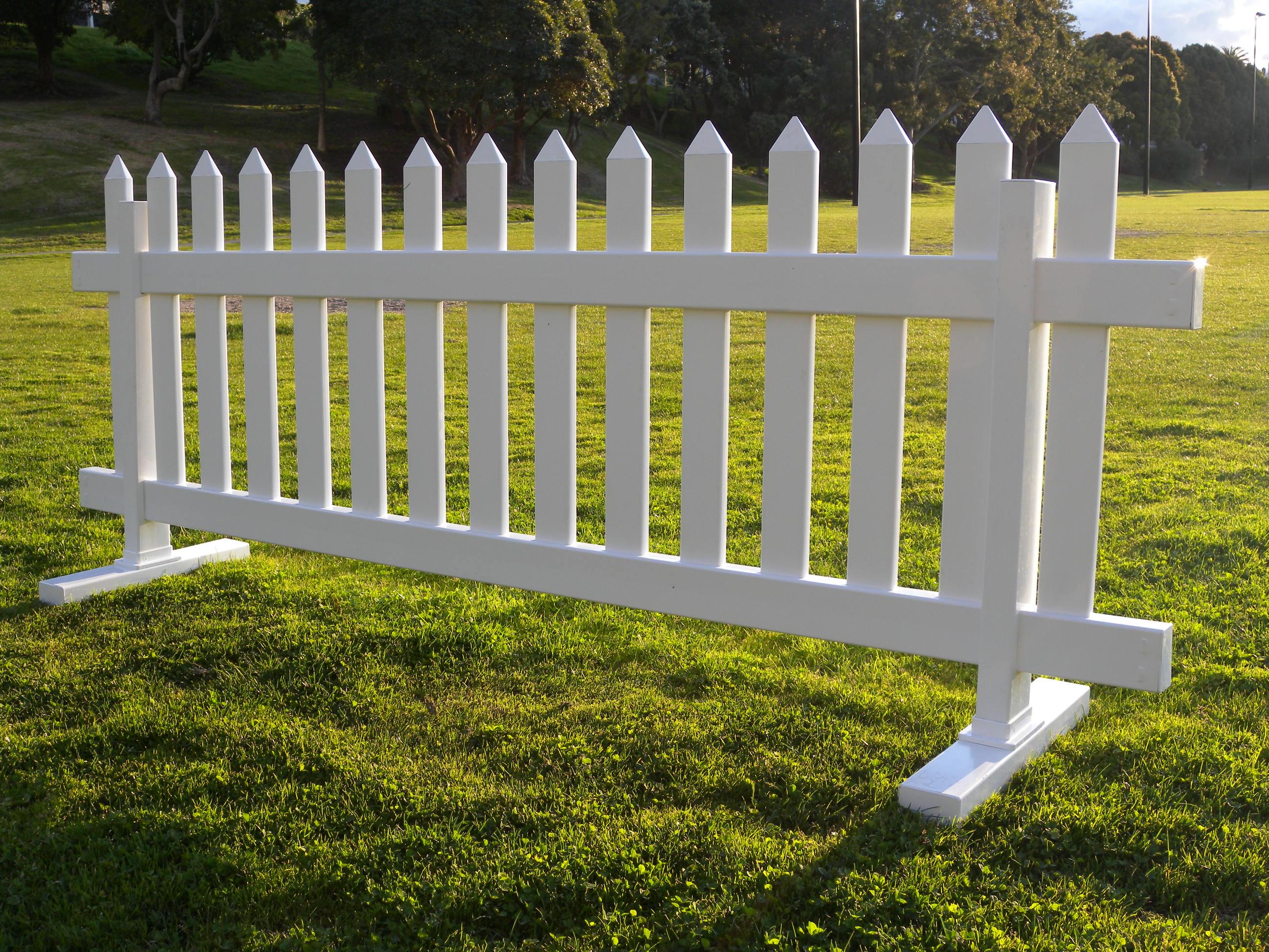 White backyard fence backyard fence styles keysindy for Garden temporary pool